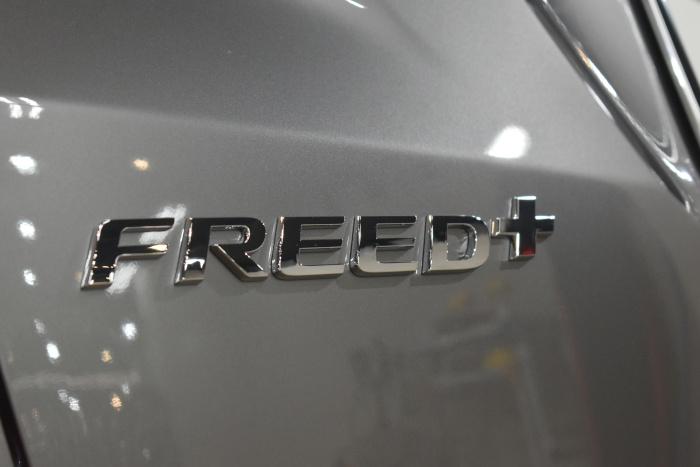 フリード-9